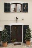 对住宅房子的入口 免版税库存照片