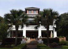对佛罗里达豪宅的棕榈树入口 图库摄影