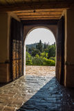 对使命圣地亚哥de AlcalA? ¡的大门门 库存照片