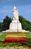 对俄国士兵的纪念碑在城市公园 免版税库存图片