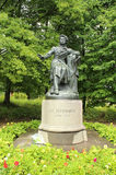 对俄国著名诗人位于Pushkinskiye的亚历山大・谢尔盖耶维奇・普希金的纪念碑血污,普斯克夫oblast,俄罗斯 免版税库存照片