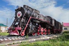 对俄国蒸汽机车的纪念碑,制造,在1951年Lukoyanov, 库存照片