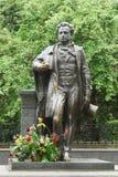 对俄国诗人和作家亚历山大・谢尔盖耶维奇・普希金的一座纪念碑 库存照片