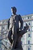 对俄国诗人谢尔盖・亚历山德罗维奇・叶赛宁的纪念碑在莫斯科 库存照片