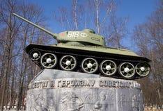 对俄国T-34坦克的纪念碑在Yartsevo 库存图片