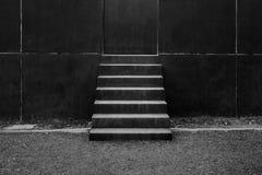 对修造的抽象现代具体台阶 库存图片