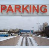 对停车场的入口 免版税库存照片