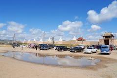 对停车场的看法在对Erdene Zuu修道院的入口在Kharkhorin,蒙古 库存照片