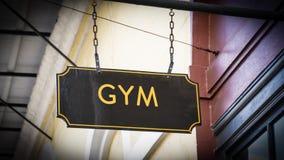 对健身房的路牌 免版税库存照片