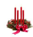 对光检查圣诞节红色花圈 免版税库存照片