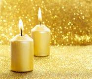 对光检查金黄 金子闪烁的圣诞灯 库存图片
