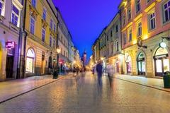 对克拉科夫,波兰集市广场的老镇街道  库存图片