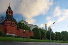 对克里姆林宫的看法从莫斯科河码头 免版税库存图片