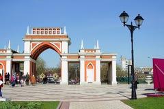 对公园的入口,莫斯科,俄罗斯, 2014年4月27日 免版税库存照片