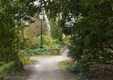 对公园的入口Brugges比利时lampost的 图库摄影