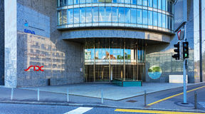对六个瑞士人交换大厦的入口在苏黎世, Switzerla 免版税库存图片