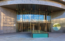 对六个瑞士人交换大厦的入口在苏黎世, Switzerla 免版税库存照片
