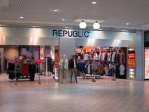 对共和国商店的入口。 库存图片