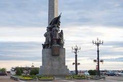 对内战的英雄的纪念碑在Komsomolskaya squ的 图库摄影