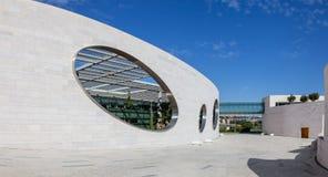 对内部庭院的卵形窗口Champalimaud基础的 免版税库存图片