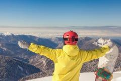 对冬季体育的冒险 挡雪板女孩 库存图片