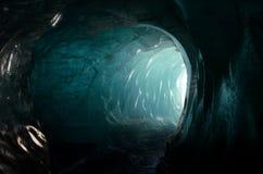 对冰川洞的入口 免版税库存照片