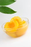 对分桃子糖浆 免版税库存图片