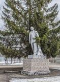 对列宁的纪念碑树的背景的 库存照片