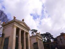 对别墅Borguese庭院的入口在罗马意大利 免版税库存图片