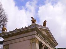对别墅Borguese庭院的入口在罗马意大利 免版税库存照片