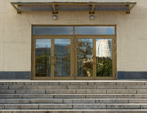 对办公楼招待会大厅的进口  免版税库存照片