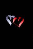 对华伦泰的日明信片s 白色和红色心脏由纸带做成 可能 库存图片