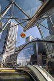 对华沙地铁第二线的回旋曲ONZ驻地的入口 免版税库存图片