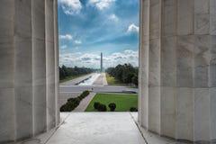 对华盛顿纪念碑的林肯纪念堂 免版税库存照片