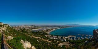 对卡利亚里和Poetto海滩的全景广角看法 库存图片