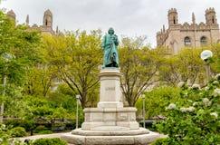 对卡尔・林奈的纪念碑在芝加哥大学,美国海德公园  免版税图库摄影