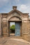 对历史的丁迪古尔岩石堡垒的入口 库存图片