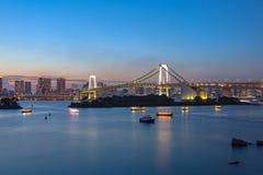 对参观的彩虹桥梁odaiba东京日本重要目的地 库存图片