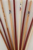 对反对白色背景的五双筷子 免版税库存照片