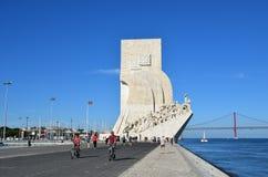 对发现里斯本葡萄牙的纪念碑 免版税库存照片