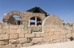 对古老犹太教堂的入口在Susya在约旦河西岸 库存图片