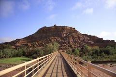 对古老Kasbah Ait本Haddou的桥梁 库存图片