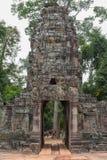 对古老Preah可汗寺庙的入口在吴哥,柬埔寨 库存照片