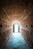 对古老Thracian坟茔Heroon的入口在波摩莱,保加利亚 库存照片