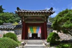 对另一个寺庙的入口门在Bulguksa附近在庆州 免版税库存照片