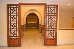 对台球室的门地下在哈桑二世清真寺 库存图片