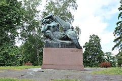 对史诗Kalevala空气神仙和鸭子的英雄的纪念碑 免版税库存照片