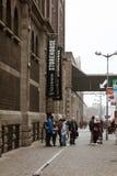 对吉尼斯仓库的入口,讲啤酒厂的经验爱尔兰` s著名啤酒的传说在圣詹姆斯` s门的 库存照片