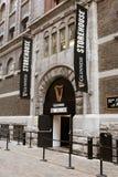 对吉尼斯仓库的入口,讲啤酒厂的经验爱尔兰` s著名啤酒的传说在圣詹姆斯` s门的 图库摄影