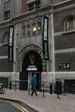 对吉尼斯仓库的入口,讲啤酒厂的经验爱尔兰` s著名啤酒的传说在圣詹姆斯` s门的 免版税库存图片